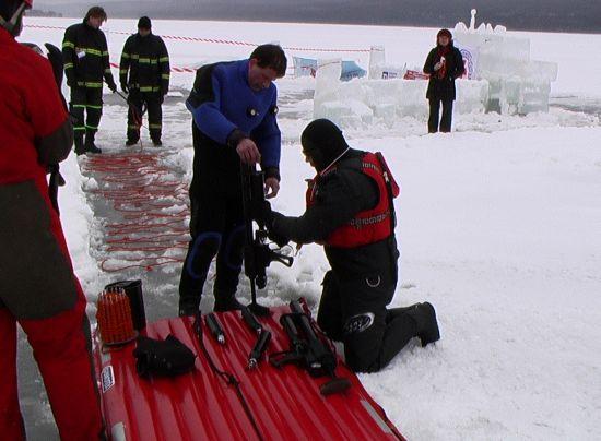 Záchrana ze zamrzlé vodní plochy